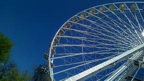 都市弗累斯大转轮的零件的底视图 免版税图库摄影