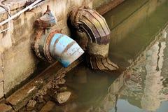 都市排水设备管子 免版税图库摄影
