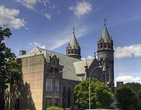 都市教会尖顶 免版税库存照片