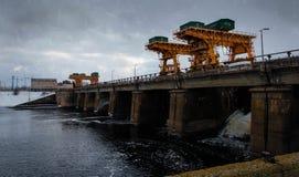 都市水坝 免版税库存图片
