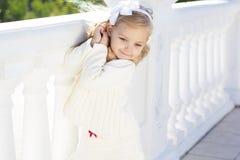 都市的小女孩 免版税图库摄影