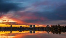 都市的日落 免版税图库摄影