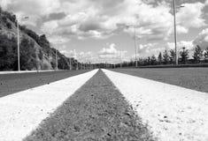 都市的概念 空的街道 免版税库存照片