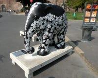 都市的横向 艺术性的大象在米兰(米兰)的中心 免版税图库摄影