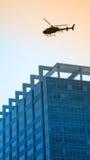 都市的直升机 免版税库存图片