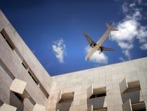 都市的飞机 图库摄影