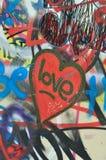 都市背景坏的街道画的爱 免版税库存照片