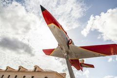 都市艺术,喷气机动力的住处c-101 aviojet在卡塔赫钠,西班牙 库存照片