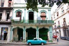 都市街道场面,哈瓦那,古巴 免版税库存图片