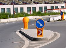 都市路和交通标志 免版税图库摄影