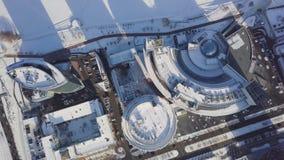 都市风景、高层办公大楼和摩天大楼在城市,冬天白天,顶视图在冬天 顶视图  免版税库存图片