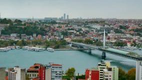 都市风景伊斯坦布尔,有三座桥梁的土耳其在金黄垫铁海湾 股票录像