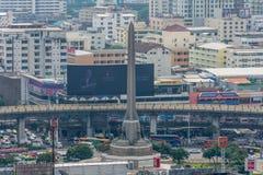 都市风景和胜利纪念碑在曼谷泰国 库存照片