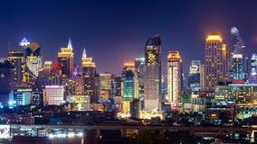 都市风景在晚上在曼谷,泰国 库存图片