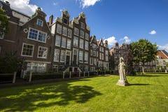 都市风景在Begijnhof,阿姆斯特丹 库存照片