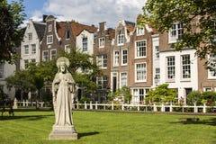 都市风景在Begijnhof,阿姆斯特丹 库存图片