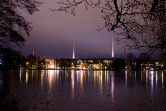 都市风景夜间芬兰lahti 免版税库存照片