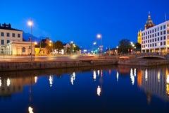 都市风景夜间芬兰赫尔辛基 免版税库存图片