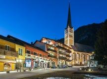 都市风景山滑雪胜地巴特霍夫加施泰因-一最普遍的滑雪胜地在奥地利 免版税图库摄影