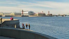 都市风景有河视图 免版税库存图片