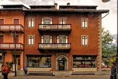 都市风景肾上腺皮质激素dAmpezzo,意大利 免版税库存照片