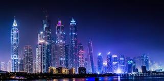 都市风景迪拜海湾海滨广场阿拉伯联合酋长国游艇 图库摄影