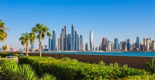 都市风景迪拜海滨广场全景场面日落 阿拉伯联合酋长国 免版税库存图片