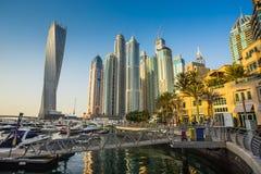 都市风景迪拜海滨广场全景场面日落 阿拉伯联合酋长国 图库摄影