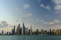 都市风景迪拜海滨广场全景场面日落 库存照片