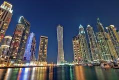 都市风景迪拜海滨广场全景场面日落 图库摄影
