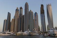 都市风景迪拜海滨广场全景场面日落 免版税库存照片