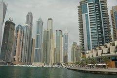 都市风景迪拜海滨广场全景场面日落 免版税库存图片