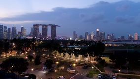 都市风景顶视图在沙子天空公园新加坡的暮色时间的 射击 新加坡顶视图在晚上 影视素材