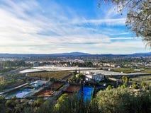都市风景鸟瞰图从在山的一个观点观看了 免版税库存照片