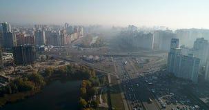 都市风景鸟瞰图在基辅 trraffic的城市 股票录像