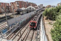 都市风景,在Sants处所,巴塞罗那的地铁外部路轨 图库摄影