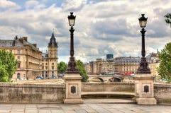都市风景neuf巴黎pont 免版税库存图片