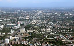 都市,路和积木大角度看法  免版税图库摄影