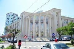 都拉斯,阿尔巴尼亚学院前面门面  免版税库存图片