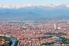 都灵托里诺、空中城市的全景、风景和阿尔卑斯冬天,意大利 免版税库存图片