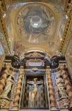 都灵,意大利- 2017年3月13日:在十字架上钉死礼拜堂在教会基耶萨di有十字架的圣诞老人特里萨里宽容的斯特凡诺 库存照片