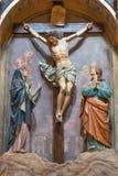 都灵,意大利- 2017年3月13日:在十字架上钉死雕刻的小组在教会基耶萨di圣朱塞佩里 库存图片