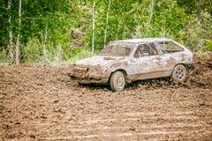 鄂木斯克,俄罗斯- 2014年6月22日:俄国汽车集会赛跑 免版税库存图片