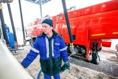 鄂木斯克,俄罗斯- 2011年12月6日:俄罗斯天然气工业股份公司,加油站 免版税库存图片