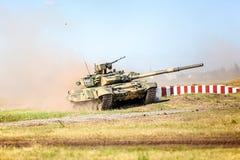 鄂木斯克,俄罗斯- 2011年7月07日:国际军事陈列 免版税图库摄影
