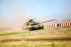 鄂木斯克,俄罗斯- 2011年7月07日:国际军事陈列 免版税库存图片
