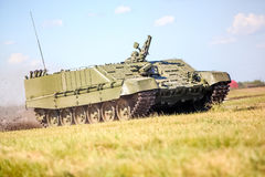 鄂木斯克,俄罗斯- 2011年7月07日:国际军事陈列 免版税库存照片