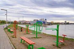 鄂木斯克 公开户外运动复杂在鄂毕河的堤防 免版税图库摄影
