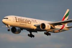 酋长管辖区波音777-300ER飞机 免版税库存图片