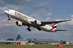 酋长管辖区波音777-31H 免版税图库摄影